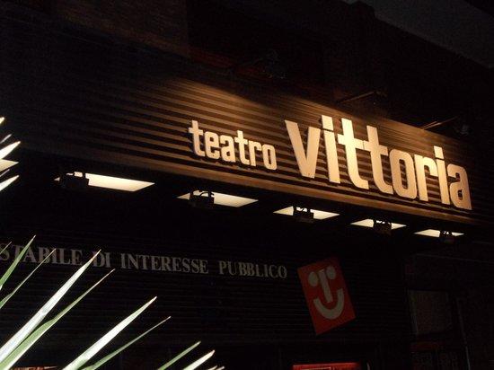 teatro-vittoria-insegna-1